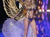 Model Lindsay Ellingson displays a creation at the Victoria's Secret fashion show in London, Tuesday, Dec. 2, 2014. (Photo by Joel Ryan/Invision/AP)