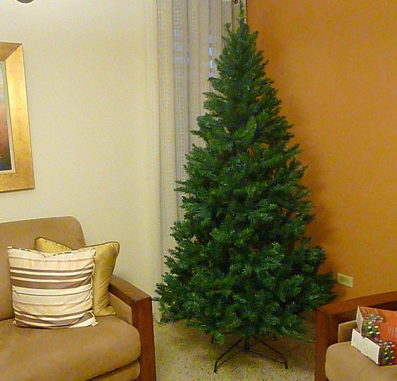 Pre-Lit Point Pine Tree 7-Feet